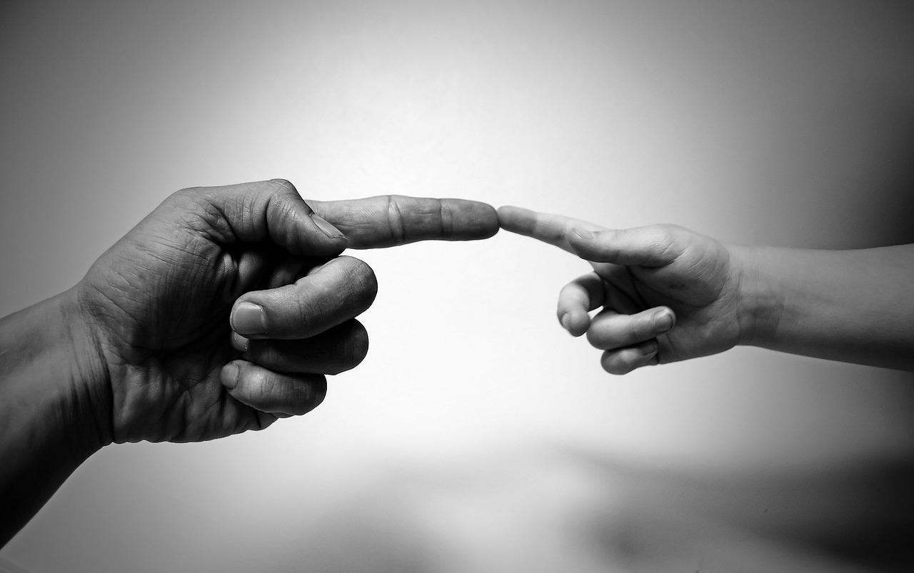 tata i syn, ręce